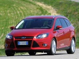 Roter Ford Focus Turnier